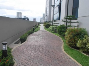 bsatwintowers-gallery-joggingpath-300x225[1]